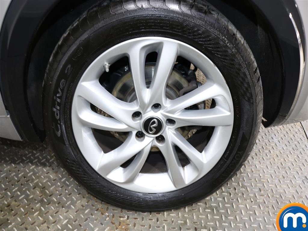 Infiniti Q30 Diesel Hatchback 1.5D Se 5Dr [Business Pack]