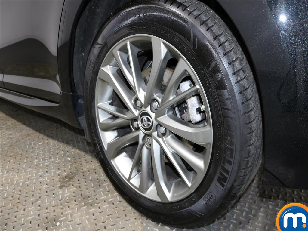 Toyota Avensis Business Edition Manual Diesel Saloon - Stock Number (957099) - 1st supplementary image