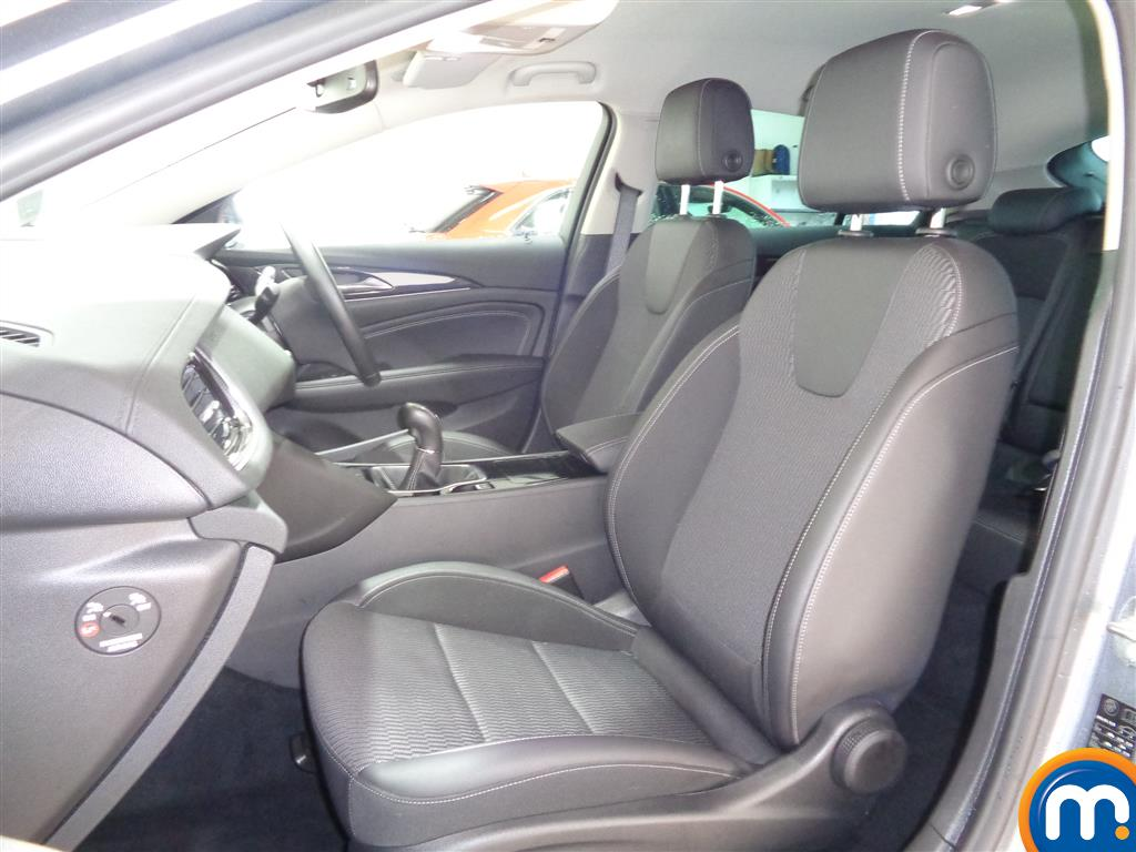 Vauxhall Insignia SRI Manual Petrol Hatchback - Stock Number (961025) - 6th supplementary image