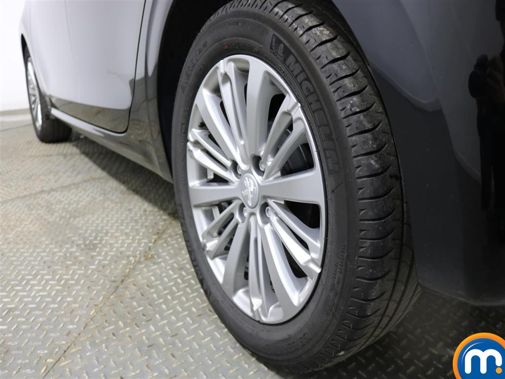 Peugeot 208 Allure Manual Petrol Hatchback - Stock Number (957850) - 5th supplementary image
