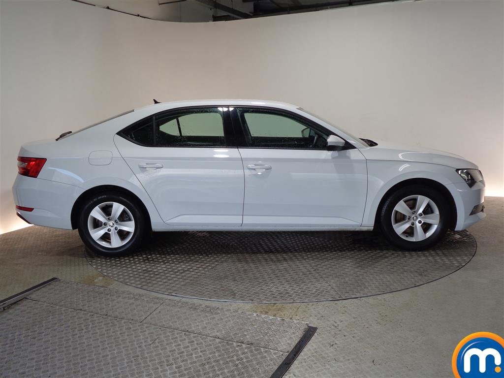 Skoda Superb S Manual Petrol Hatchback - Stock Number (968449) - Drivers side
