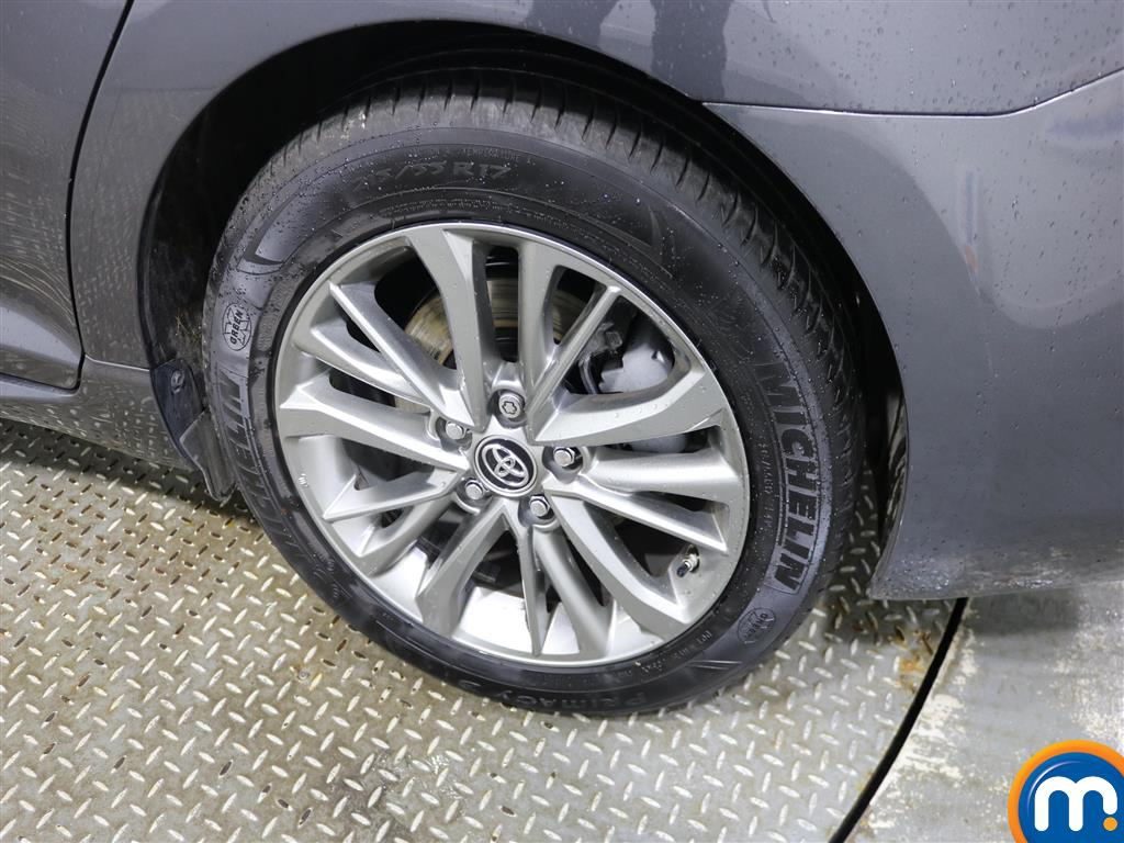 Toyota Avensis Business Edition Manual Diesel Saloon - Stock Number (966745) - 5th supplementary image