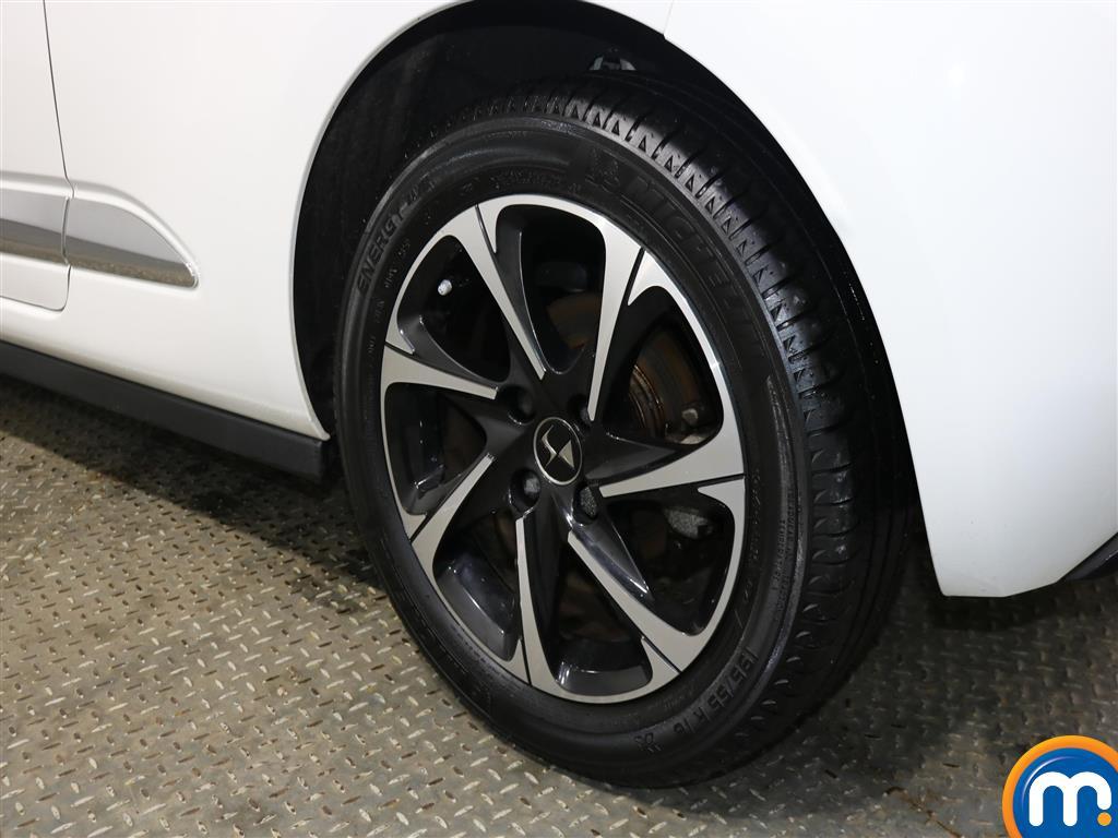 DS Ds 3 Elegance Manual Diesel Hatchback - Stock Number (953953) - 4th supplementary image