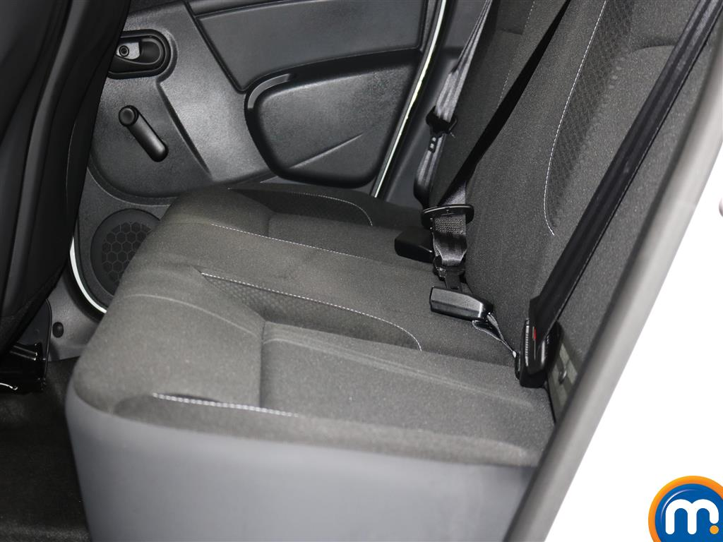 Dacia Duster AIR Manual Petrol Crossover - Stock Number (971660) - 2nd supplementary image