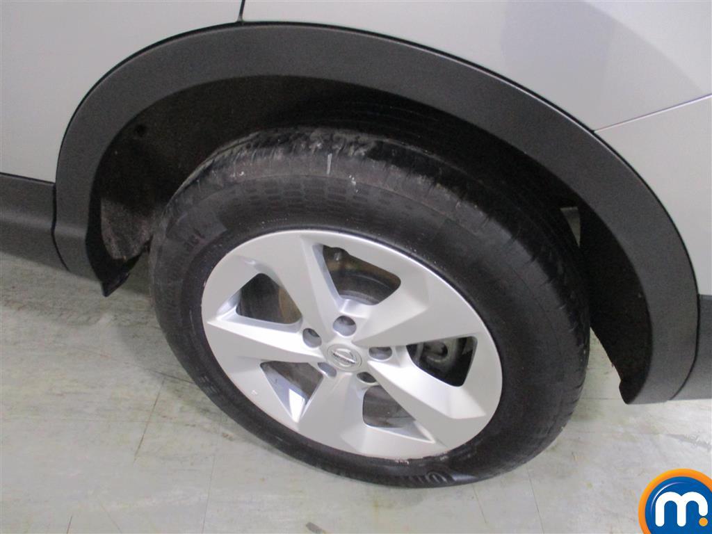 Nissan Qashqai Acenta Manual Petrol Hatchback - Stock Number (973653) - 2nd supplementary image