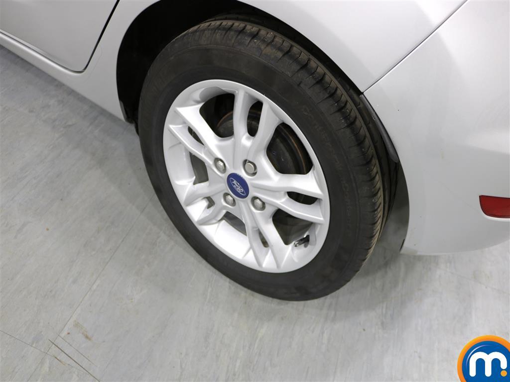 Ford Fiesta Zetec Manual Petrol Hatchback - Stock Number (977067) - 3rd supplementary image