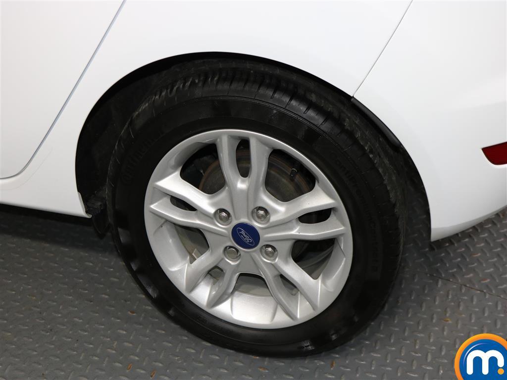 Ford Fiesta Zetec Manual Petrol Hatchback - Stock Number (979518) - 2nd supplementary image