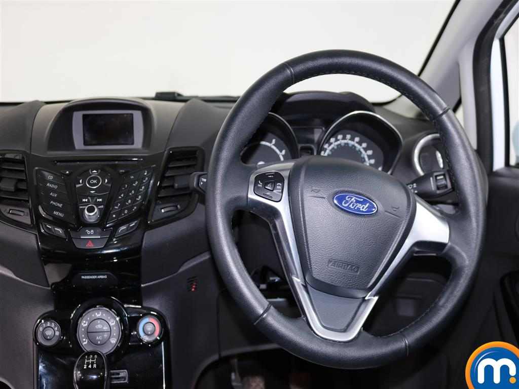 Ford Fiesta Zetec Manual Petrol Hatchback - Stock Number (979518) - 4th supplementary image
