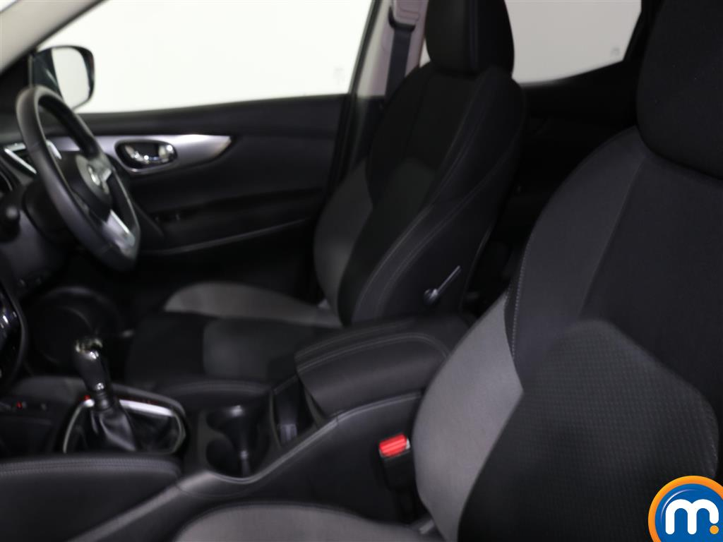 Nissan Qashqai N-Connecta Manual Diesel Hatchback - Stock Number (991853) - 1st supplementary image