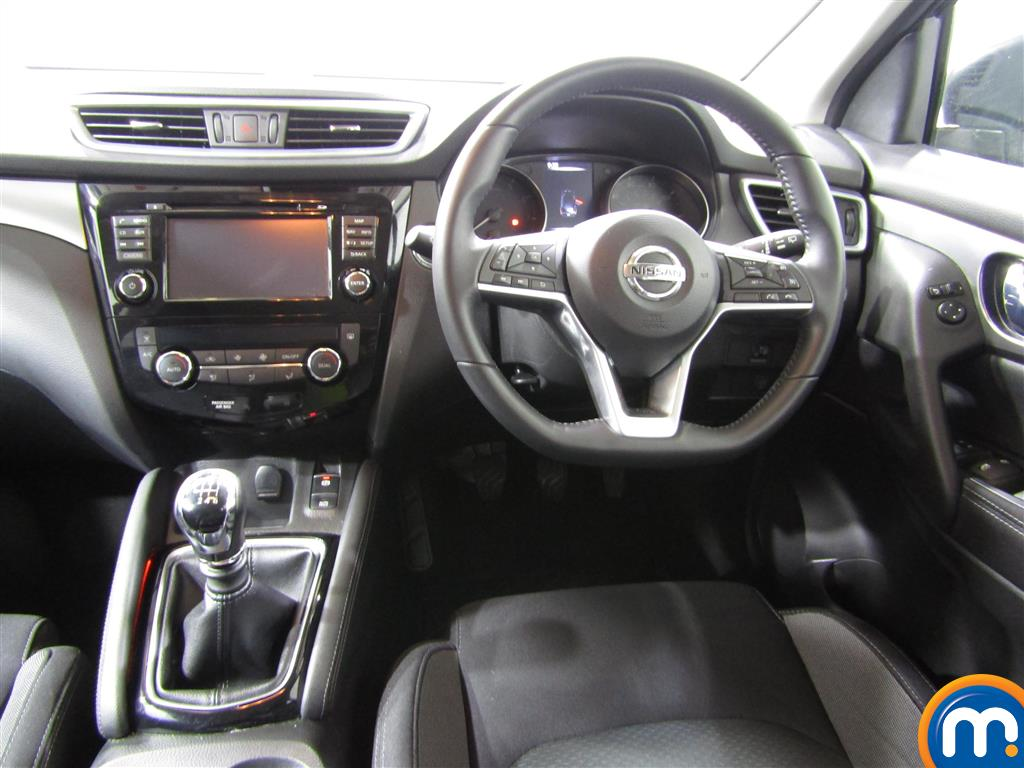Nissan Qashqai N-Connecta Manual Petrol Hatchback - Stock Number (1002755) - 4th supplementary image