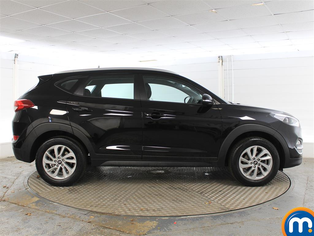 Hyundai Tucson SE Manual Petrol Crossover - Stock Number (1004175) - Drivers side
