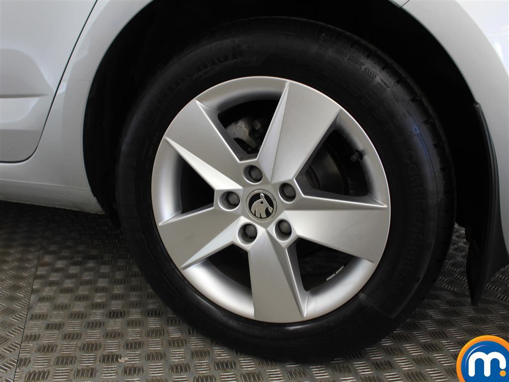 Skoda Octavia SE Automatic Petrol Hatchback - Stock Number (1009781) - 5th supplementary image