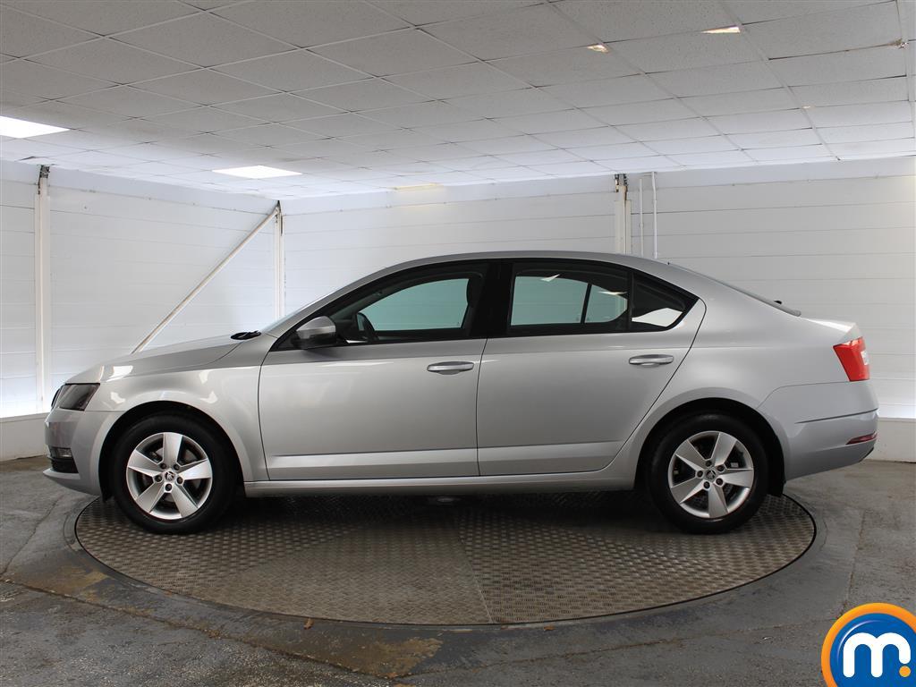 Skoda Octavia SE Automatic Petrol Hatchback - Stock Number (1009781) - Passenger side
