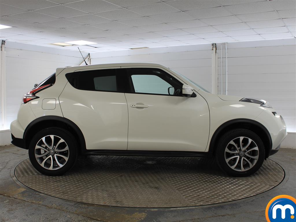 Nissan Juke Tekna Manual Diesel Hatchback - Stock Number (1011707) - Drivers side