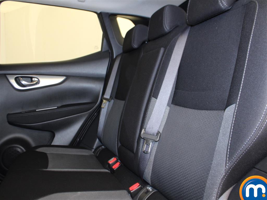 Nissan Qashqai N-Connecta Manual Petrol Hatchback - Stock Number (1009115) - 2nd supplementary image
