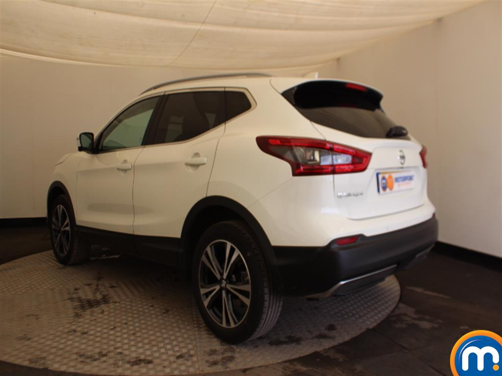 Nissan Qashqai N-Connecta Manual Petrol Hatchback - Stock Number (1009115) - Passenger side rear corner
