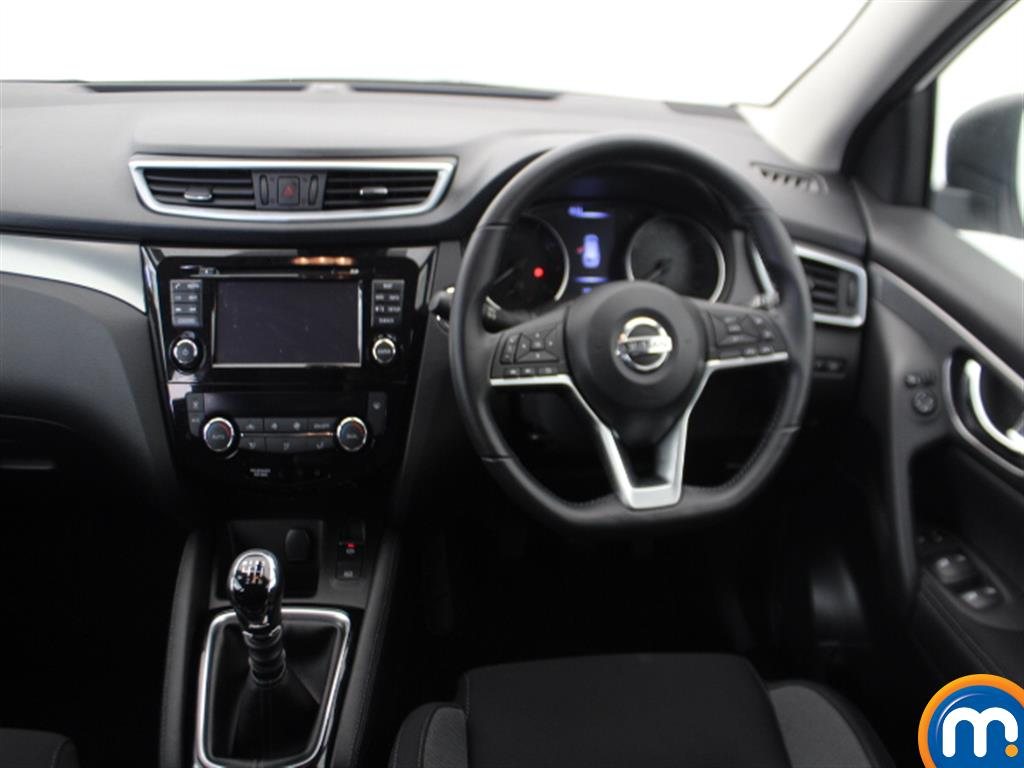 Nissan Qashqai N-Connecta Manual Petrol Hatchback - Stock Number (1009115) - 1st supplementary image