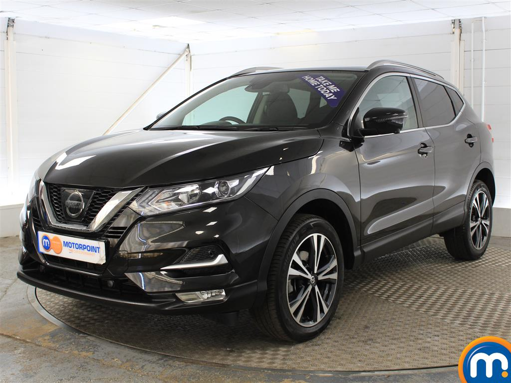 Nissan Qashqai N-Connecta Manual Petrol Hatchback - Stock Number (1015793) - Passenger side front corner