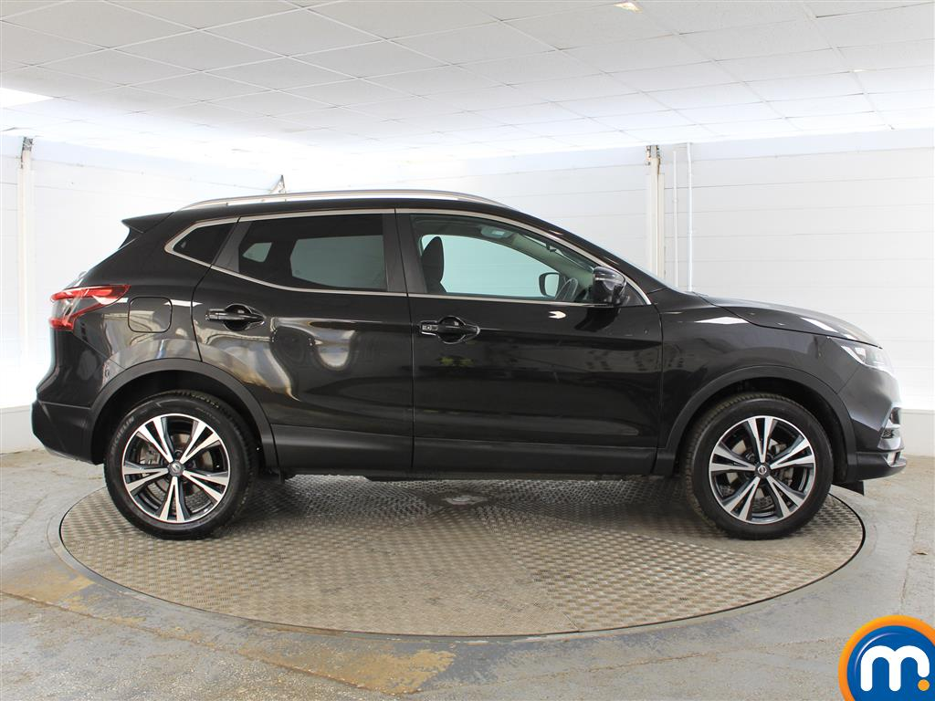 Nissan Qashqai N-Connecta Manual Petrol Hatchback - Stock Number (1015793) - Drivers side