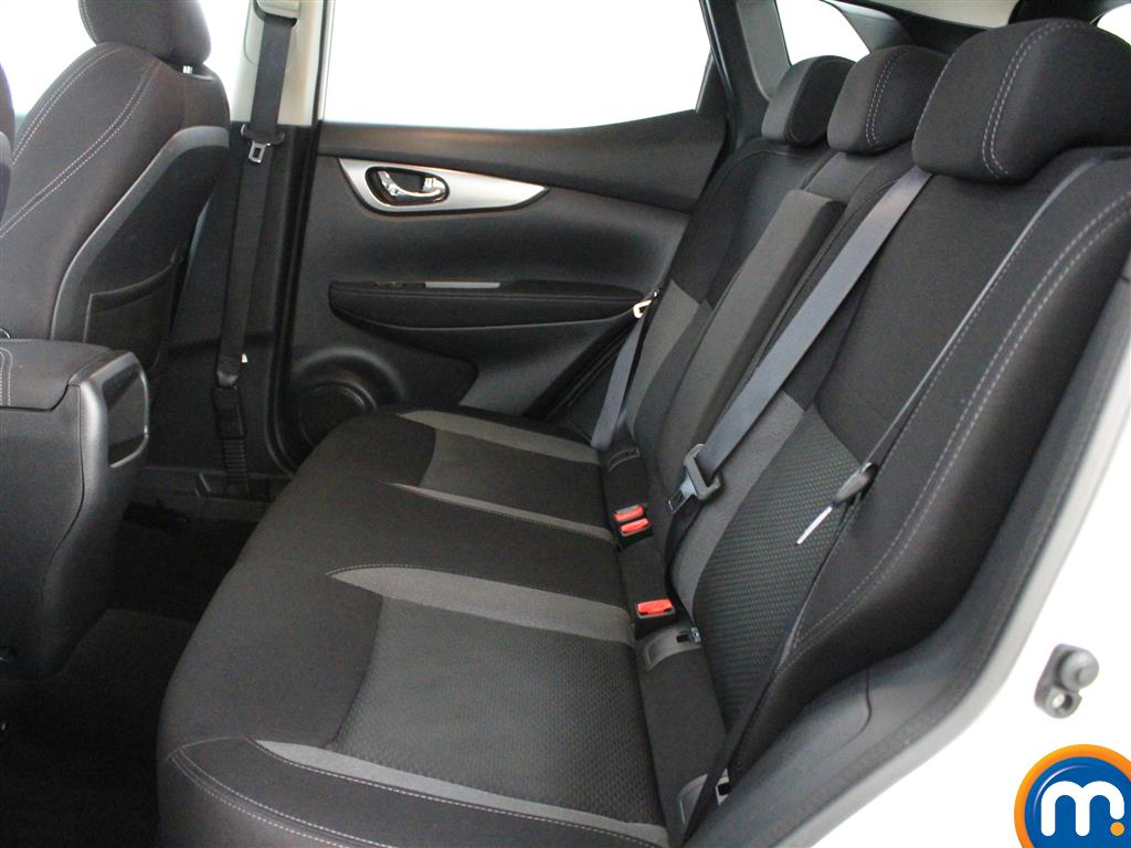 Nissan Qashqai N-Connecta Manual Diesel Hatchback - Stock Number (1015059) - 2nd supplementary image