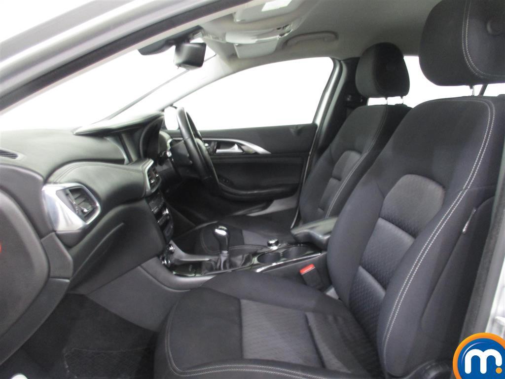 Infiniti Q30 SE Manual Diesel Hatchback - Stock Number (1011519) - 2nd supplementary image