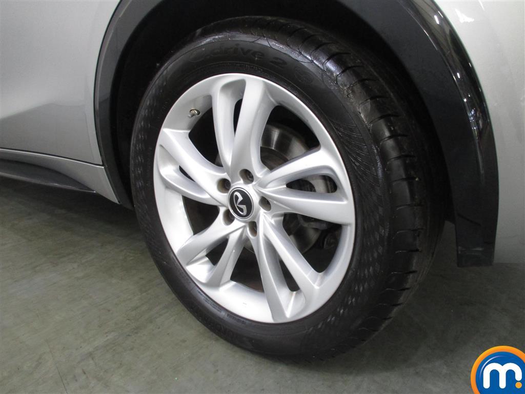 Infiniti Q30 SE Manual Diesel Hatchback - Stock Number (1011519) - 4th supplementary image