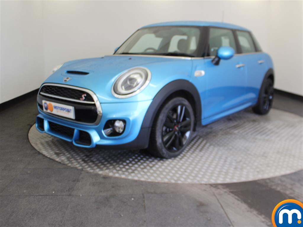 Mini Hatchback Cooper S - Stock Number 1047674 Passenger side front corner