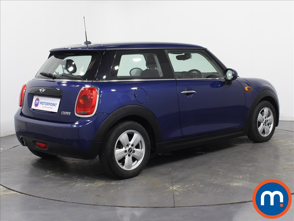 Mini Hatchback Cooper - Stock Number 1078512 Passenger side front corner