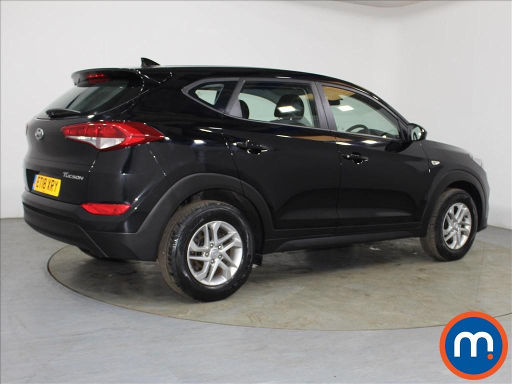 Hyundai Tucson S - Stock Number 1084982 Passenger side front corner