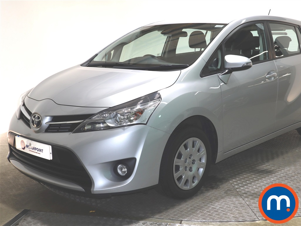 Toyota Verso 1.6 V-matic Active TSS 5dr [5 Seats] - Stock Number 1141722 Passenger side front corner