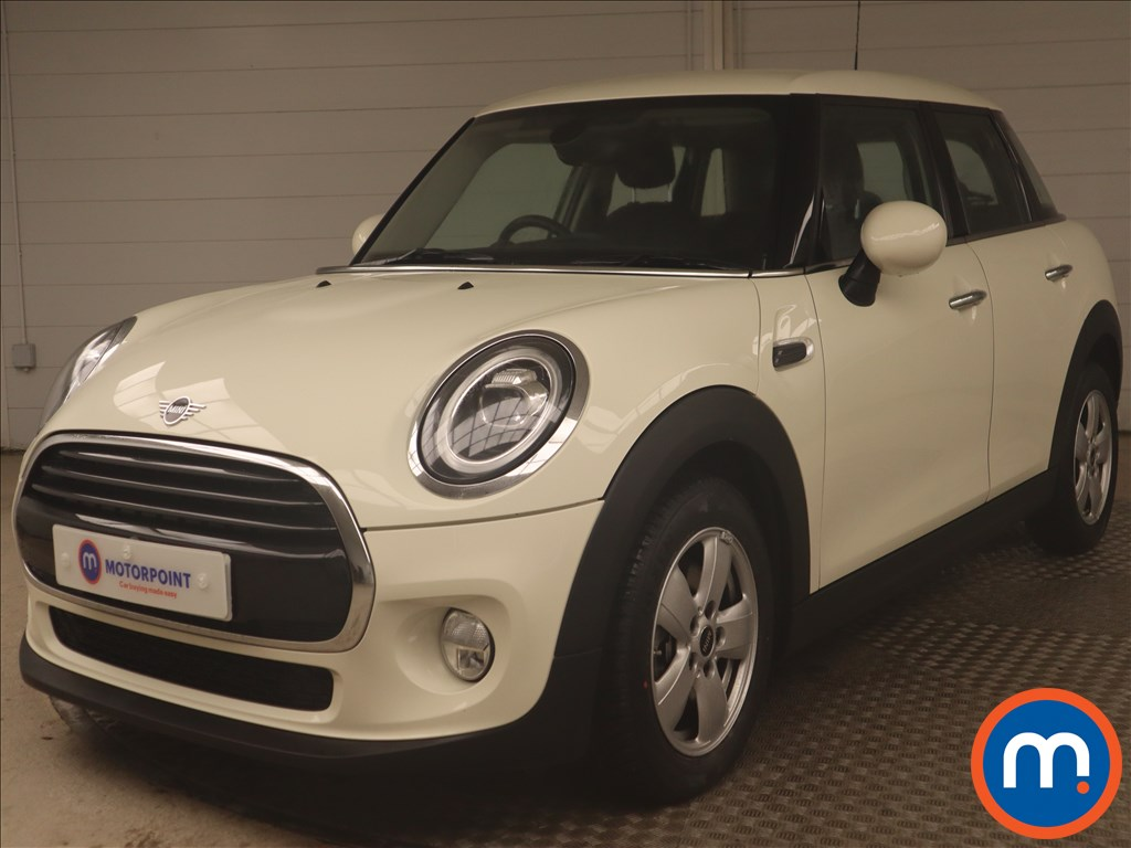 Mini Hatchback 1.5 Cooper II 5dr Auto - Stock Number 1146539 Passenger side front corner