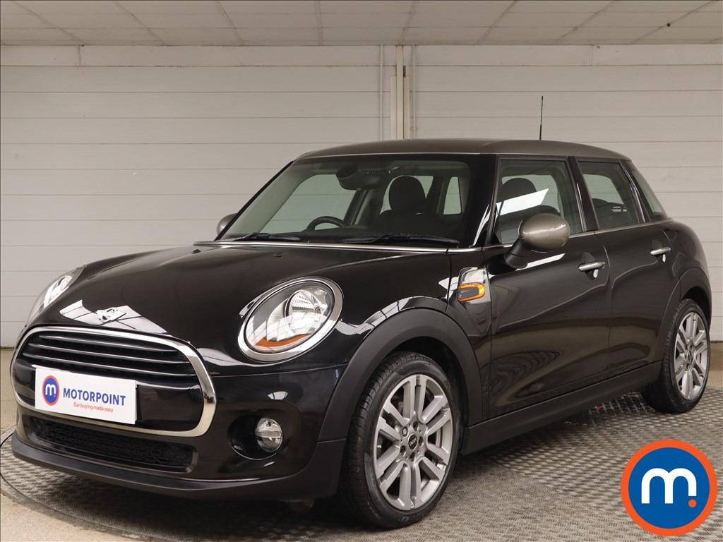 Mini Hatchback 1.5 Cooper Seven 5dr - Stock Number 1153908 Passenger side front corner